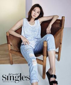 Carrying several DECKE bags and donning a number uptown dresses, a bob-haired Han Ye Seul enjoys the Parisian night life for the May edition of Singles. Meanwhile, check out more spreads of cover g… Han Ye Seul, Gong Hyo Jin, Star Magazine, Kim Woo Bin, Korea Fashion, Covergirl, Bell Bottom Jeans, Photoshoot, Actresses