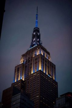 Empire State Building in New York  lit up in Pinstripes tonight to honor #TheCaptain Derek Jeter.