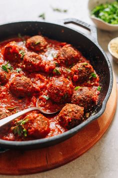 PERFECT Vegan Meatballs! 10 ingredients, easy to make, BIG flavor, SO delicious! #vegan #glutenfree #dinner #meatball #recipe #minimalistbaker Vegan Parmesan Cheese, Vegan Dinners, Vegetarian Meatballs, Vegetarian Gumbo, Vegan Vegetarian, Vegan Menu, Vegan Food, Baker Recipes, Cooking Recipes