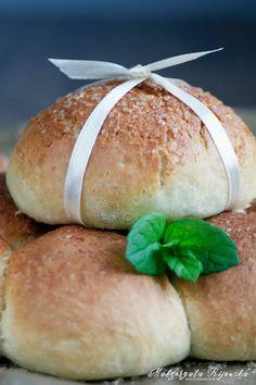 Maślane bułeczki z masą kajmakową Hamburger, Bread, Food, Kuchen, Brot, Essen, Baking, Burgers, Meals