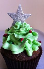 Christmas tree with star cupcakes