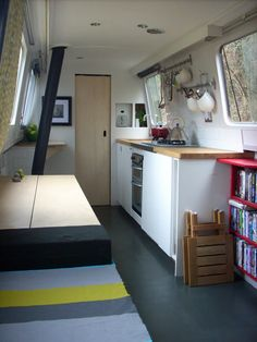 Dominique Brown: Small Space Living -- a boat, not a camper but fabulous nonetheless. Canal Boat Interior, Rv Interior, Interior Decorating, Interior Design, Modern Interior, Decorating Ideas, Mini Loft, Tiny House Blog, Tiny House Living