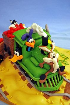 Looney Tunes Characters On A Train Journey From A Book Cartoon Cakes Debbie Brownit Took Me A Lot Of Time But It Was Real Fun Making T