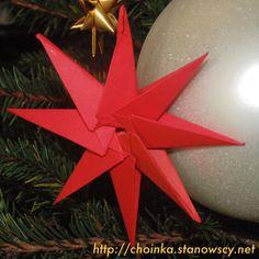 Gwiazdka origami - Zabawki z naszej choinki  Wykonana bez kleju w technice origami. Prosta i bardzo efektowna.