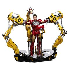 Iron Man 2 Masterpiece 1/6 Iron Man Mark IV Suit-Up Gantry. Aprox 30 cm. El Gantry está muy detallado y es móvil, y se ha podido recrear con exactitud gracias a la tecnología sofisticada empleada que ha hecho posible recrear plenamente la escena de la película. Un diorama fantástico para todos los fans y seguidores de la exitosas sagas de Iron Man.