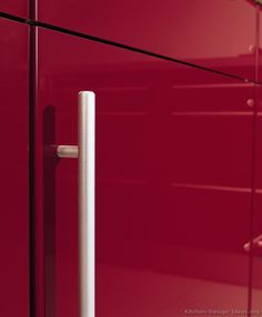 Idea of the Day: Modern Red Kitchens. (By ALNO, AG). Great, two tone red slab doors stainless steel handles Two Tone Kitchen Cabinets, Red Kitchen, Kitchen Pictures, Modern Kitchen Design, Cabinet Hardware, Slab Doors, Kitchens, Stainless Steel, Home Decor