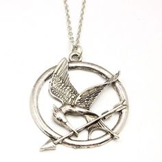 Get this The Hunger Games Mockingjay Pendant Necklace and let the world know you're a Hunger Games fan! Make a gift for yourself or your friend, everyone will be happy to have it. Pendant size : 2.7cm