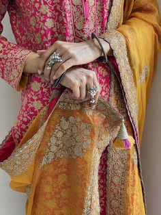 Embroidery On Clothes, Embroidery Suits, Embroidery Fashion, Machine Embroidery, Embroidery Designs, Asian Bridal Dresses, Indian Dresses, Pakistani Outfits, Indian Outfits