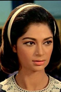 Simi Garewal: 5 Reasons why we love the actress All Actress, Indian Film Actress, Beautiful Indian Actress, Indian Actresses, Bollywood Actors, Bollywood Celebrities, Simi Garewal, Western Photography, Rishi Kapoor