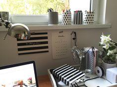 Zapisz się do naszego Newslettera i otrzymaj dostęp do gratisów:) Free Printable, Kitchen Appliances, Desk, Home, Diy Kitchen Appliances, Home Appliances, Desktop, Table Desk, Ad Home