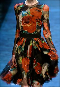 Dolce and Gabbana, model, runway, haute couture, couture, fashion, high fashion, Milan Fashion Week, fashion week, roses, chiffon, tulle, sheer, paint, flowers, ruffles, petals, detail, embroidery, Dolce and Gabbana Couture, couturier, atelier, fashion designer, print, painting, Fall 2010,