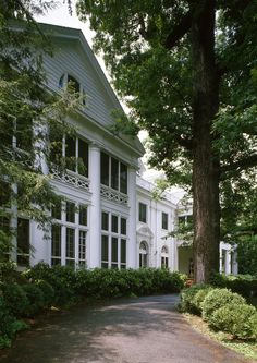 James Buchanan Duke House in Mecklenburg County, North Carolina. Revival Architecture, Architecture Details, Hickory House, James Buchanan, Clan Buchanan, Cottage Exterior, Plantation Homes, House Extensions, Classic House