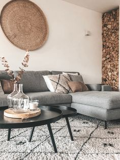 Living room – Look inside at interiorbyamb - Zimmereinrichtung Home Living Room, Apartment Living, Interior Design Living Room, Living Room Designs, Color Interior, Interior Design Minimalist, Bedroom Decor, Wall Decor, Room Ideas