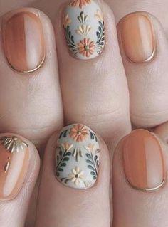 nail art designs for spring / nail art designs ; nail art designs for winter ; nail art designs for spring ; nail art designs with glitter ; nail art designs with rhinestones Diy Nails, Cute Nails, Pretty Nails, Cute Fall Nails, Gold Nail Art, Gold Nails, Metallic Nails, Silver Nail, Black Nails