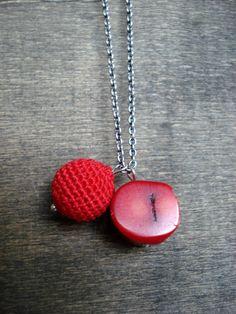 Crochet and a gemstone combination in red van zsazsazsu1963 op Etsy