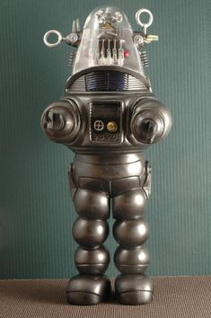 Robby the Robot by Pyranose on DeviantArt Vintage Robots, Retro Robot, Retro Toys, Vintage Toys, Fiction Movies, Science Fiction Art, Sci Fi Movies, Robby The Robot, I Robot