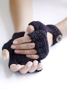 Crochet these cool driving gloves by Shiri Mor with Lion Brand Wool-Ease!