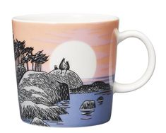 Special mug from Arabia on Moomin's Day! Arabia's new special mug , Moomin's Day, will be on sale for just one day, Moomin's Day, which is… Moomin House, Moomin Mugs, Tove Jansson, His Dark Materials, Marimekko, Cup And Saucer, Home Deco, Finland, Tea Pots