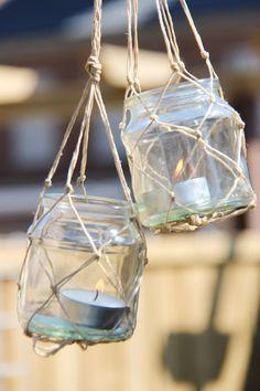 A mason jar is a molded glass jar used in home to preserve food and other things. Diy Mason Jar Lights, Hanging Mason Jars, Mason Jar Lighting, Painted Mason Jars, Mason Jar Diy, Recycled Art Projects, Jar Art, Jar Lanterns, Macrame Design