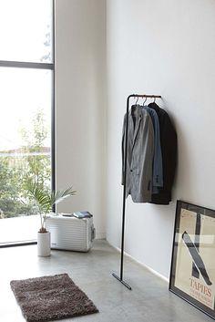 【楽天市場】スリム コートハンガー タワー [ コート掛け 洋服掛け シンプル モダン 隙間収納 ]PVSWE PVSBE:インテリア雑貨 家具通販 かぐらし