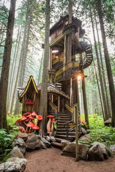 Beautiful Tree Houses, Cool Tree Houses, Beautiful Buildings, Beautiful Places, Tree House Designs, Street House, House Drawing, Play Houses, Future House
