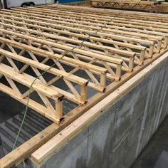14 отметок «Нравится», 1 комментариев — Boston Carpentry LLC (@bostoncarpentry) в Instagram: «The future basement (below) and first floor (above) being built.  These are called floor trusses,…»