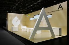Large scale letters create quite an impression on a booth. Exhibition Display Stands, Exhibition Stall, Exhibition Stand Design, Exibition Design, Trade Show Design, Temporary Architecture, Pop Up Shops, Environment Design, Commercial Design