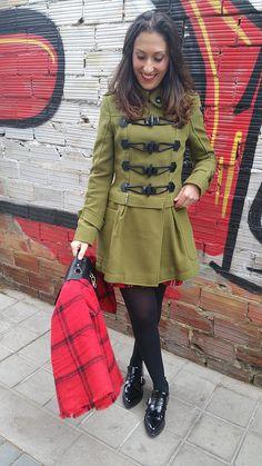 Tartán, abrigo verde militar, vestido, zapatos oxford negros planos, cinturón obi negro, una bufanda/ manta, military green coat, dress, flat black oxford shoes, black obi belt, scarf/ blanket, Zara, Holy Preppy, Mango, Ray - Ban, Aristocrazy