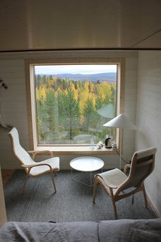 To build a cabin in terrain with difficult access, furthermore up in a tree, demands simplicity and lightness of materials and design. This tree room is founded on three points of support. Access to the tree room is by a bridge from the mountain...