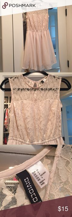 H&M flowy chiffon summer dress NWOT Nwot beautiful lace dress with chiffon bottom and sweat heart neckline with key hole back. Sadly its been siting in my closet and it no longer my style so just trying to find someone who will enjoy it. Their are no stains or rips H&M Dresses Mini