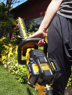 DeWALT Launches 40V MAX Battery-Powered Outdoor Equipment