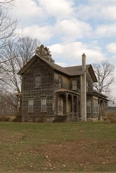 1890 Farmhouse In Spring Arbor Michigan — Captivating Houses Abandoned Farm Houses, Old Abandoned Buildings, Old Farm Houses, Old Buildings, Abandoned Places, Haunted Places, Old Mansions, Abandoned Mansions, Creepy Houses