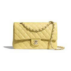 Flap Bags of the Spring-Summer 2020 CHANEL Fashion collection: Grained Calfskin & Gold-Tone Metal, , Yellow on the CHANEL official website. Chanel 19, Mode Chanel, Chanel Store, Chanel Fashion, Fashion Bags, Chanel Bags, Chanel Handbags 2017, Purses And Handbags, Classic Handbags