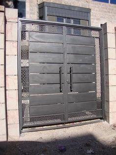 Wonderful Diy Ideas: Concrete Fence Base fence gate with window.Fence Gate With Window fence lighting lattices.Vinyl Fence On Slope. Steel Gate Design, Front Gate Design, Main Gate Design, Door Gate Design, Fence Design, Brick Fence, Concrete Fence, Fence Gate, Gabion Fence