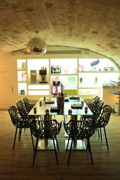 On the occasion, our famous bloggers were meeting in the breakfast room of the Cadran Hotel.   http://www.cadranhotel.com/