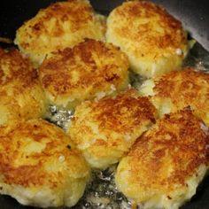 Potato Pampushki - cheese filled potato cakes, a great way to use up leftover mashed potatoes Potato Dishes, Potato Recipes, Vegetable Recipes, Ukrainian Recipes, Russian Recipes, Ukrainian Food, Mashed Potato Cakes, Mashed Potatoes, Stuffed Potatoes
