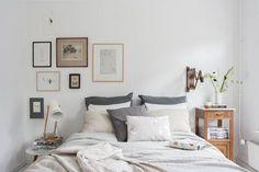 Observamos hoy las imágenes del que considero el dormitorio más bonito que jamás he publicado, basado en una sobriedad elegante pero al mismo tiempo, de gran delicadeza. Conceptos que no fácilmente encontramos relacionados entre sí en el ámbito decorativo pero que aquí, se ha logrado a la perfección, muy posiblemente al extraer las personalidades de …