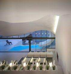 """ARCHITECTURE - Une maison troglodyte peut aussi être très moderne. La """"casa del acantilado"""", située près de Grenade, dans le sud de l'Espagne en est la preuve. Inc"""