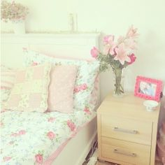 Pretty bedroom #floral #girlydecor