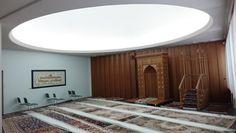 Suomen Islam-seurakunnan moskeija Helsingissä by Lue kuvaa by Uskonnonopetus.fi Scene, Mirror, Furniture, Home Decor, Image, Decoration Home, Room Decor, Mirrors, Home Furnishings