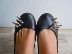 DIY spike shoes... Spike Shoes, Joker Cosplay, Flats, Sandals, Slippers, Cinderella, Diy, Crafty, Heart