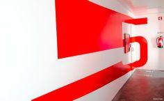 """A sinalética numérica do Centro de Inovação do UPTEC, criada pelo estúdio Claan, também ele incubado no Parque de Ciência e Tecnologia da UP, foi destacada pela revista """"Computer Arts"""" como tendo um dos designs mais inspiradores do ano."""