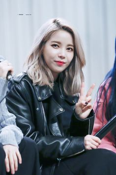Solar Mamamoo, Jonghyun, Girl Photos, Kpop Girls, Girl Crushes, Role Models, Cool Girl, Leather Jacket, Sexy