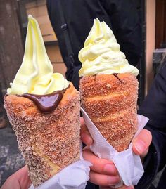Waffle cones are so The 'Donut Ice Cream Cone' has taken social media by storm, combining cinnamon coated doughnuts with chocolate sauce and ice cream. I Love Food, Good Food, Yummy Food, Donut Ice Cream, Churro Ice Cream, Ice Cream Cones, Chimney Cake, Food Porn, Food Cravings