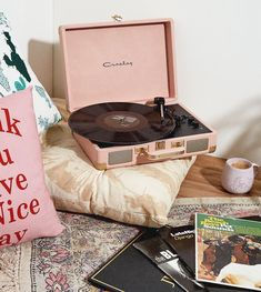 European Home Decor Crosley Record Player, French Style Homes, European Home Decor, Best Kitchen Designs, Spacious Living Room, Aesthetic Rooms, Living Room Inspiration, Boho Inspiration, Room Decor