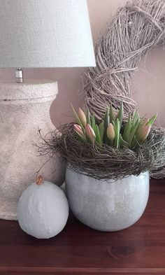 spring decoration Source by ugardow Easter Table Decorations, Decoration Table, Decoration Restaurant, Spring Decoration, Easter Flowers, Deco Floral, Easter Holidays, Easter Party, Plant Decor