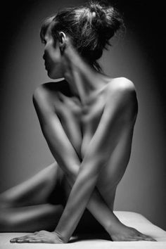 Tom Lanzrath discreet nude female decolletage photograph #NSFW <3