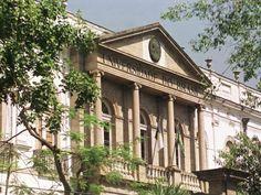 Esta é a fachada da UFRJ, onde eu fiz o curso de arquitetura e urbanismo.