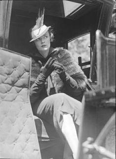 Martin Munkasci  -  Carola Kip in hansom cab, New York, 1934