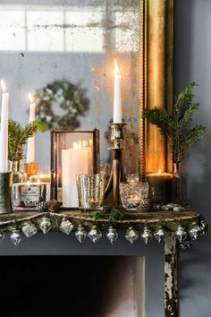 9 Dreamy Xmas arrangements that shouldn't miss from a Scandi home (Daily Dream Decor) Christmas Fireplace, Christmas Mantels, Noel Christmas, Xmas, Nordic Christmas, Shabby Chic Wall Decor, Shabby Chic Living Room, Shabby Chic Homes, Shabby Chic Christmas